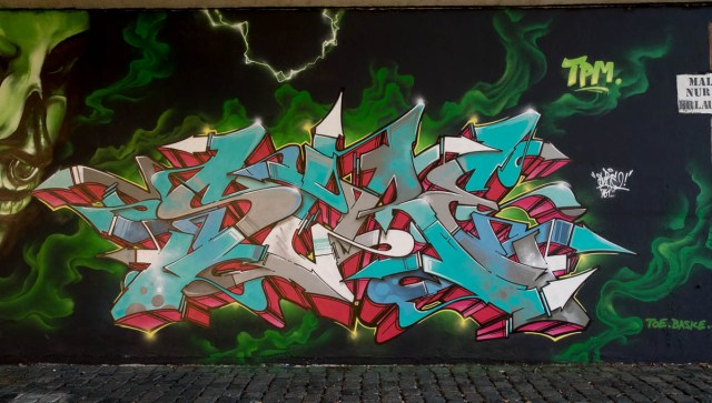 2015-09-29 EM1 Graffiti Frankfurt Friedensbrücke 0016