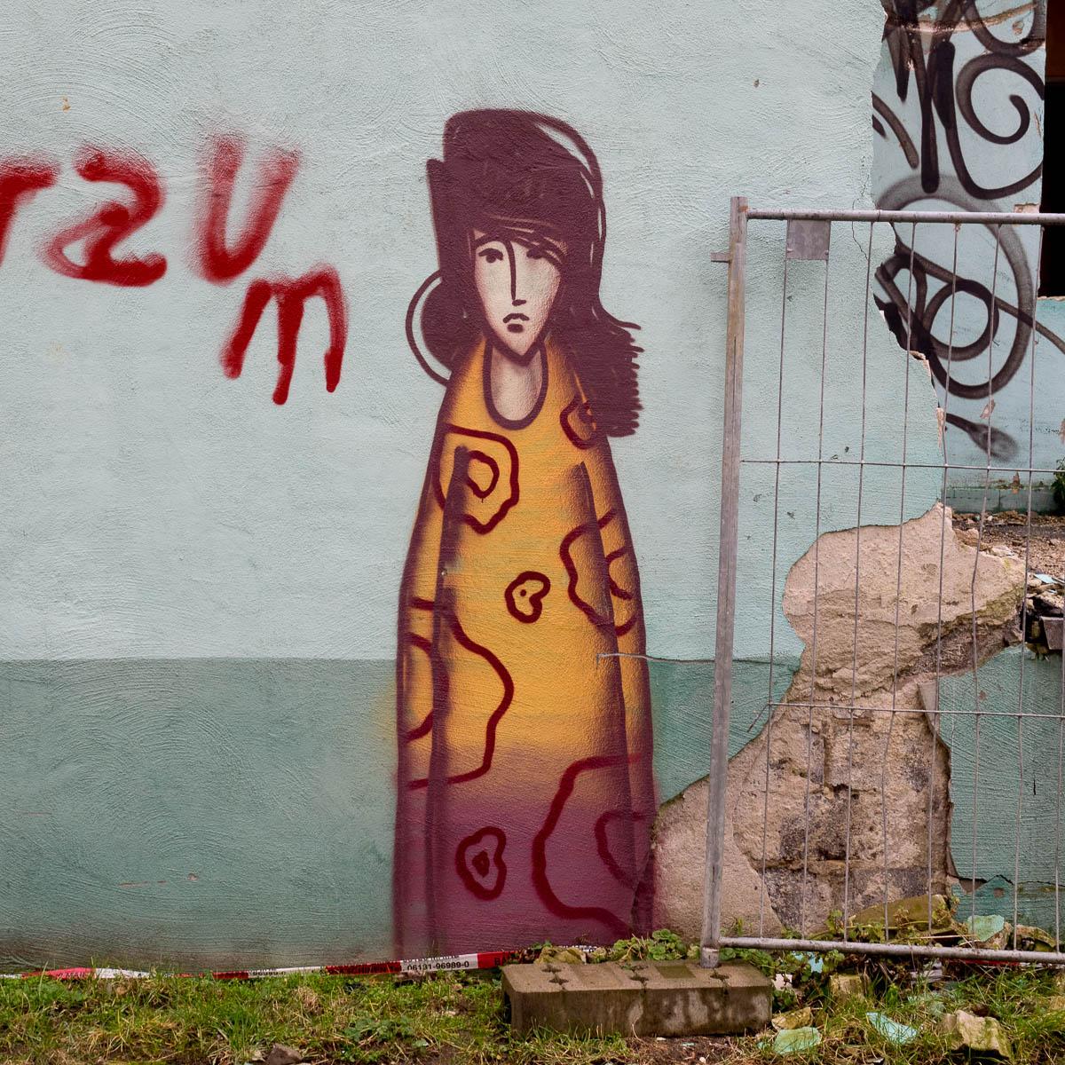 Das traurige Mädchen in Mainz - Neustadt (1)