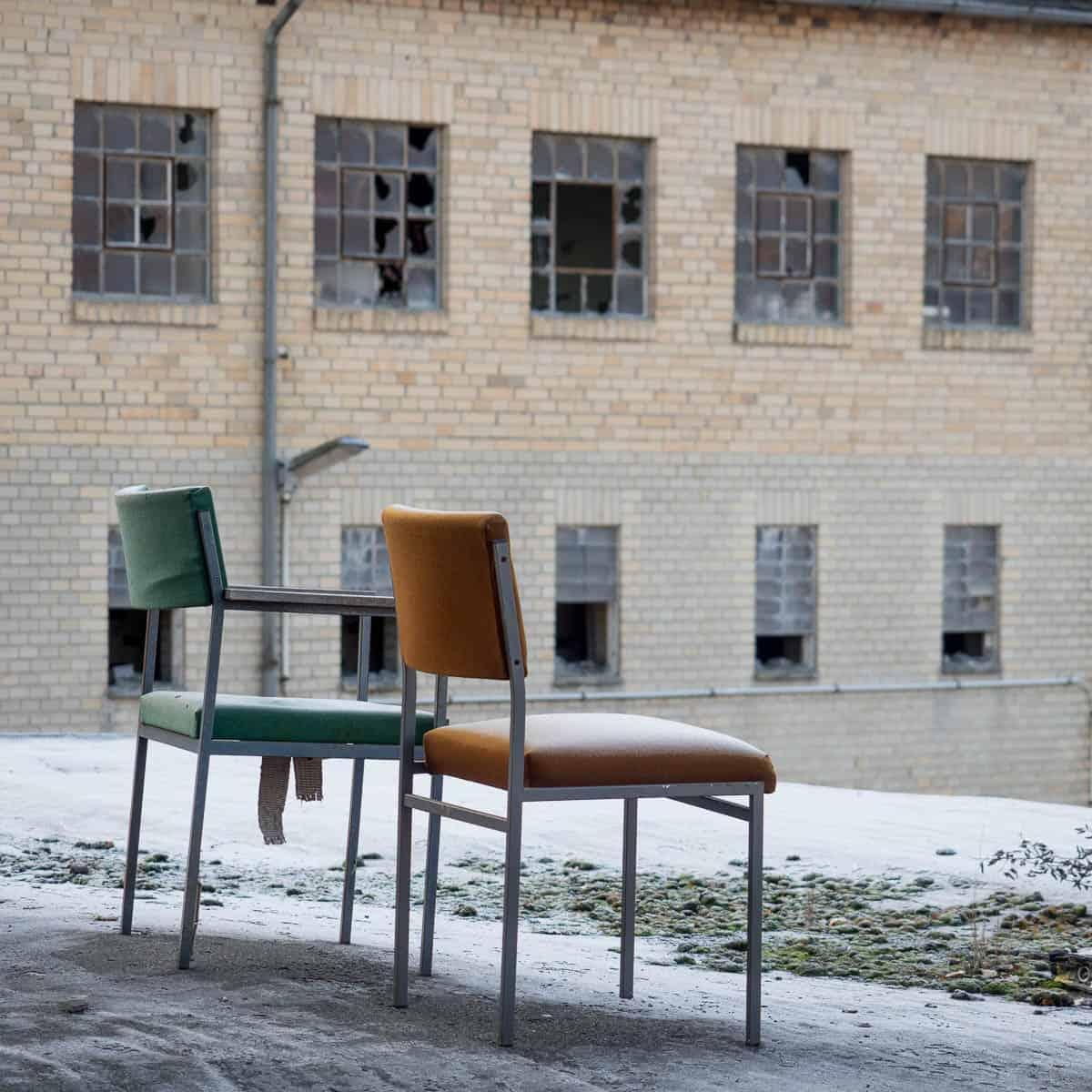 2 Stühle mit Aussichten auf Altes
