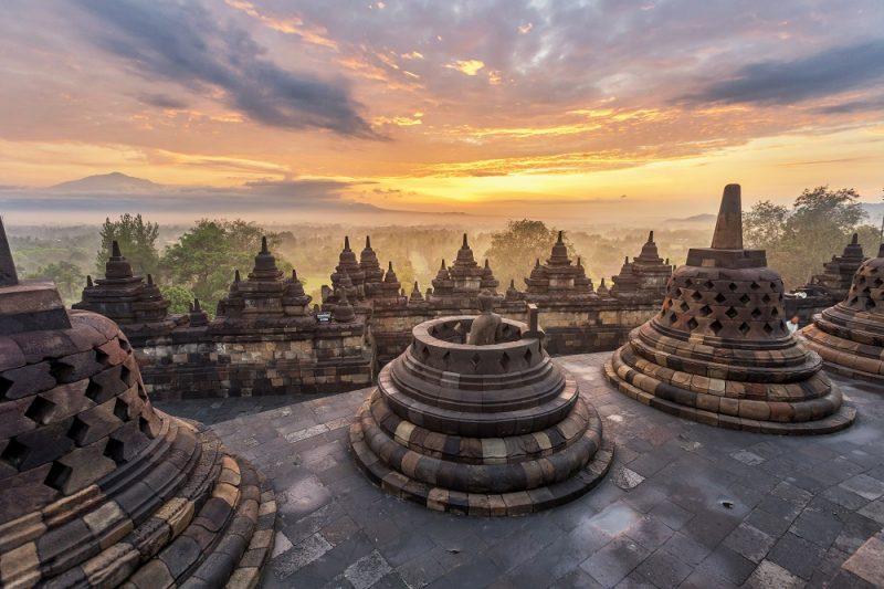 Penemuan Kembali Candi Borobudur