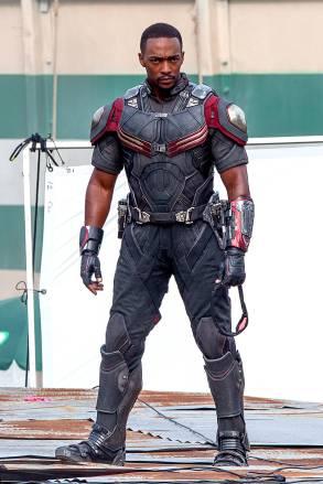 captain-america-civil-war-costume-falcon-new