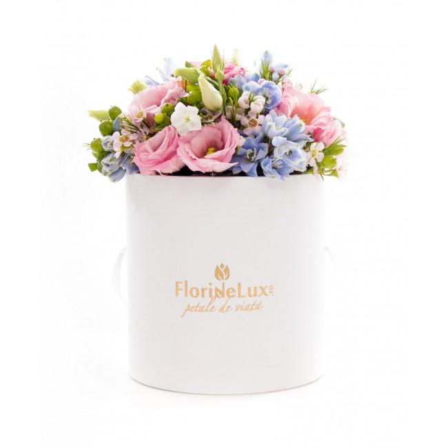 cutie cu flori de paste