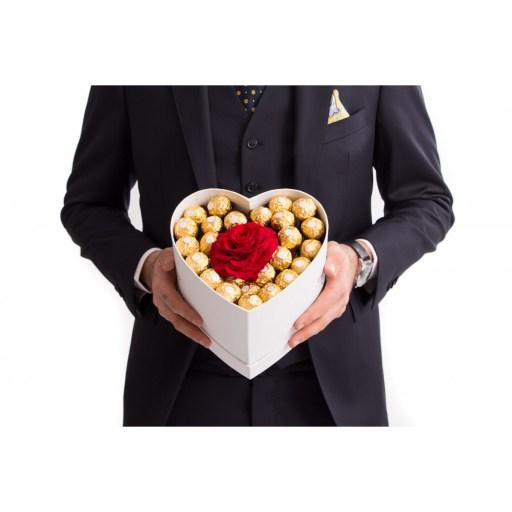 Inimă dulce Ferrero Rocher și trandafir criogenat, doar 439,99 RON!