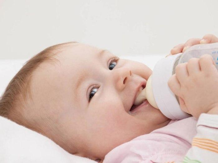 Как правильно хранить еду для младенцев