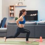 6 упражнений, которые не отвлекают вас от ребенка и домашних дел