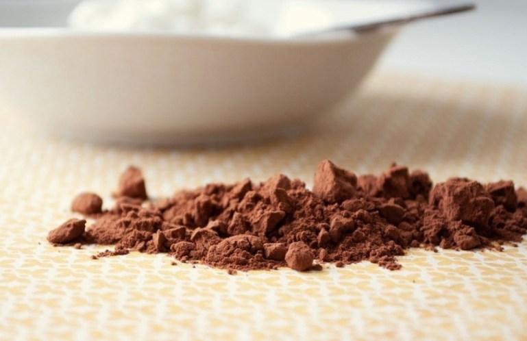 Рецепты масок для темных волос на основе какао порошка