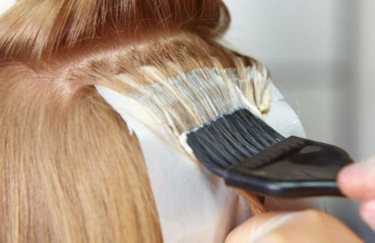 Можно ли красить волосы кормящим мамам?