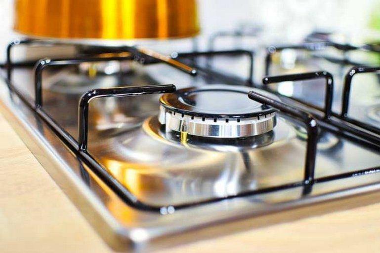 Как отмыть плиту и вытяжку без лишней головной боли: 3 безотказных способа