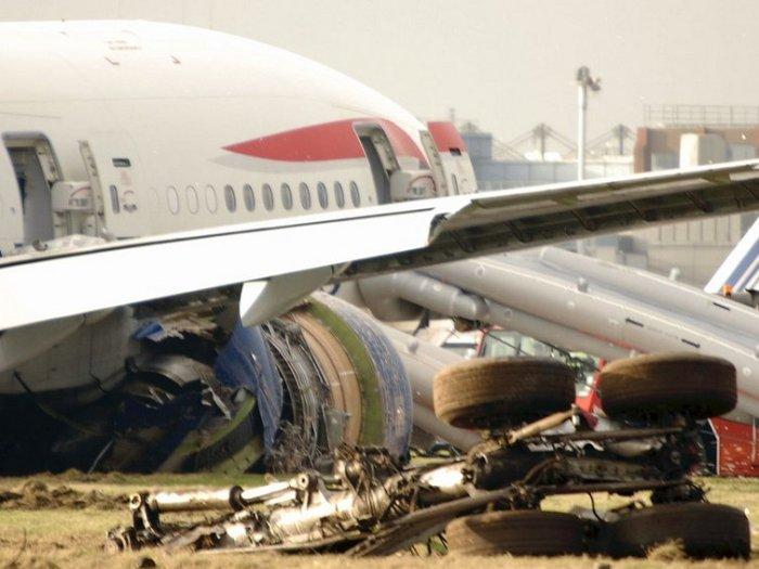 10 советов, которые помогут выжить при крушении самолета