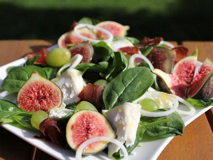 Салат с инжиром и сыром моцарелла