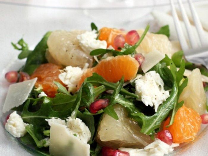 Салат с помело и крабовыми палочками