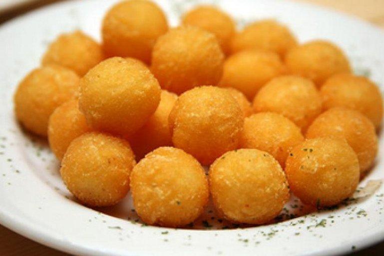 Картофельные крокеты с начинкой из курицы: рецепт дня