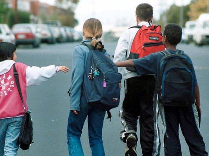 Ребенок прогуливает школу – что делать родителям