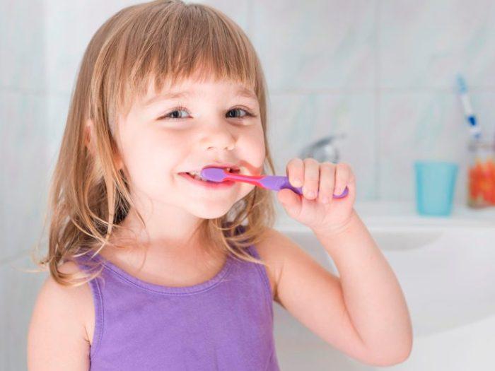 Как правильно чистить зубы детям? Объясняет стоматолог
