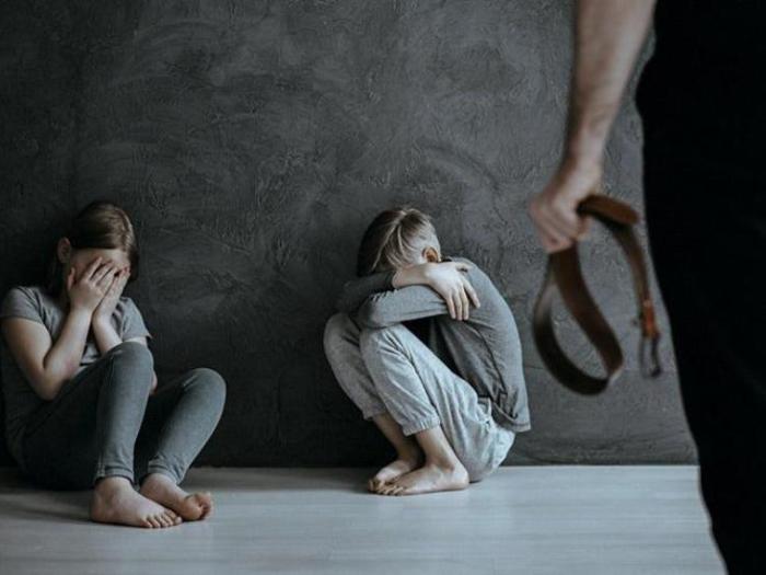 Жертвы детского насилия становятся в будущем одиночками