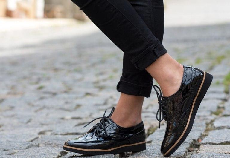 Как правильно ухаживать за лакированной обувью?