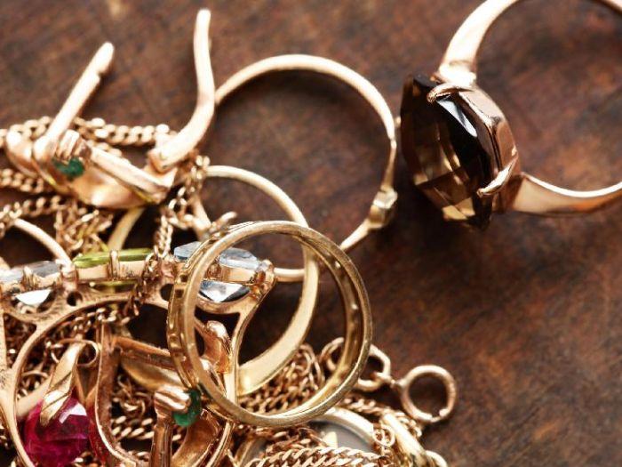 Как можно очистить ювелирные украшения с драгоценными камнями?