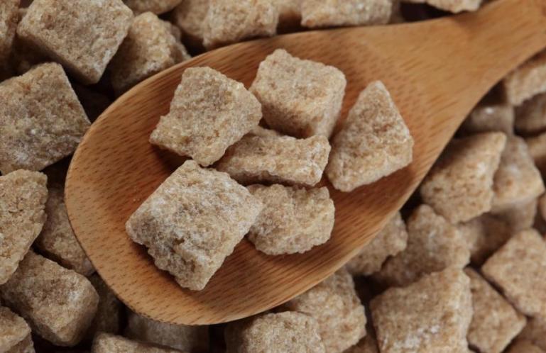 Почему нужно употреблять коричневый тростниковый сахар