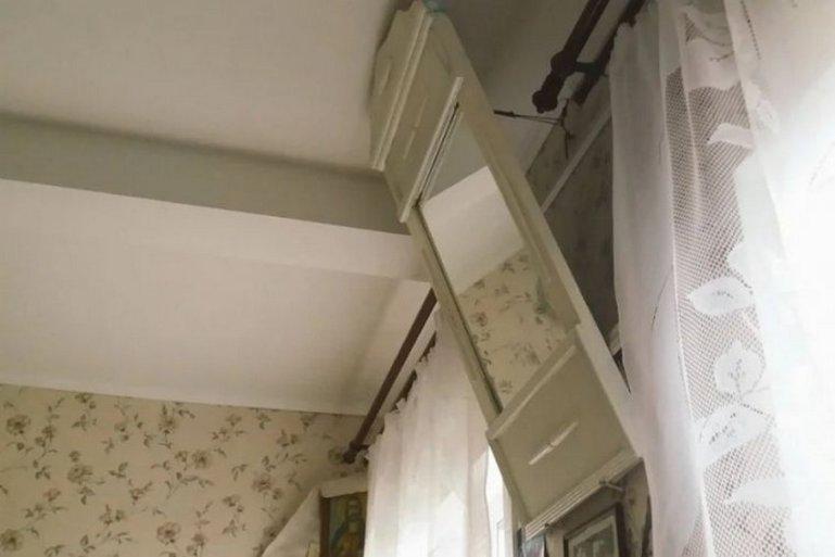 Почему в советские времена зеркала и картины размещали под углом и вешали под потолок