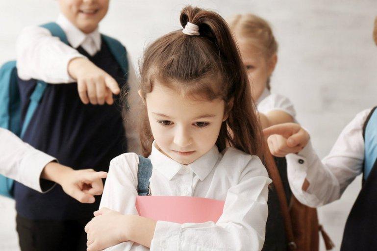 10 молчаливых признаков того, что над ребенком издеваются в школе