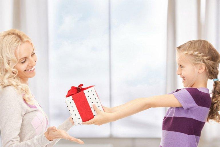 Как поздравить родных и близких с праздниками