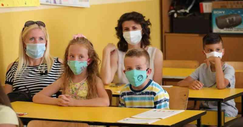 ДЈБ: Власт да престане да малтретира децу претњом тестирањем и онлајн наставом