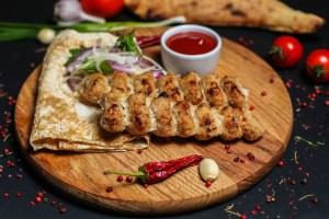 Люля кебаб з куриці на мангалі
