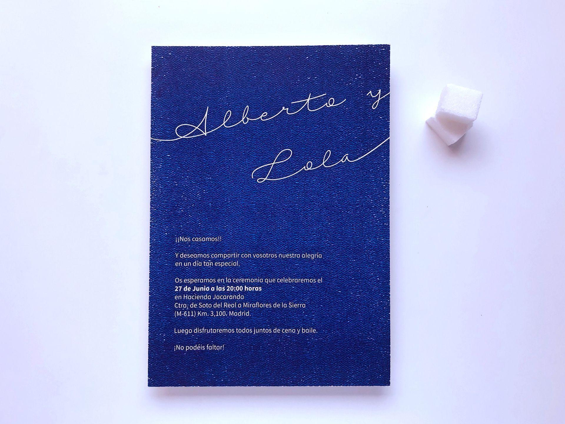 invitacion personalizada y a medida en color azul de dos terrones invitaciones