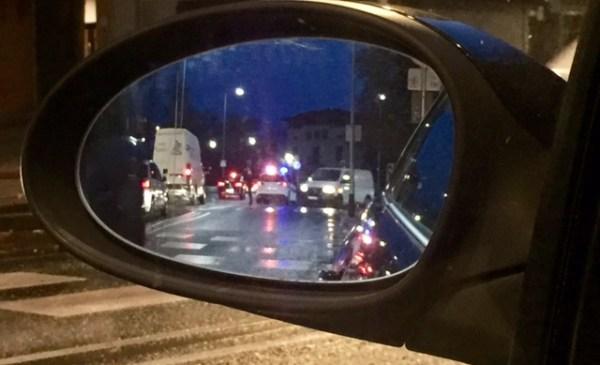 Los coches eran detenidos esta mañana por la policía FOTO: dotb.eus