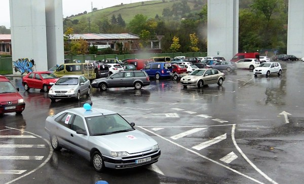 Los coches partían pasadas las once de la mañana desde Tabira FOTO: dotb.eus