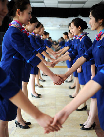 Phụ nữ học bắt tay