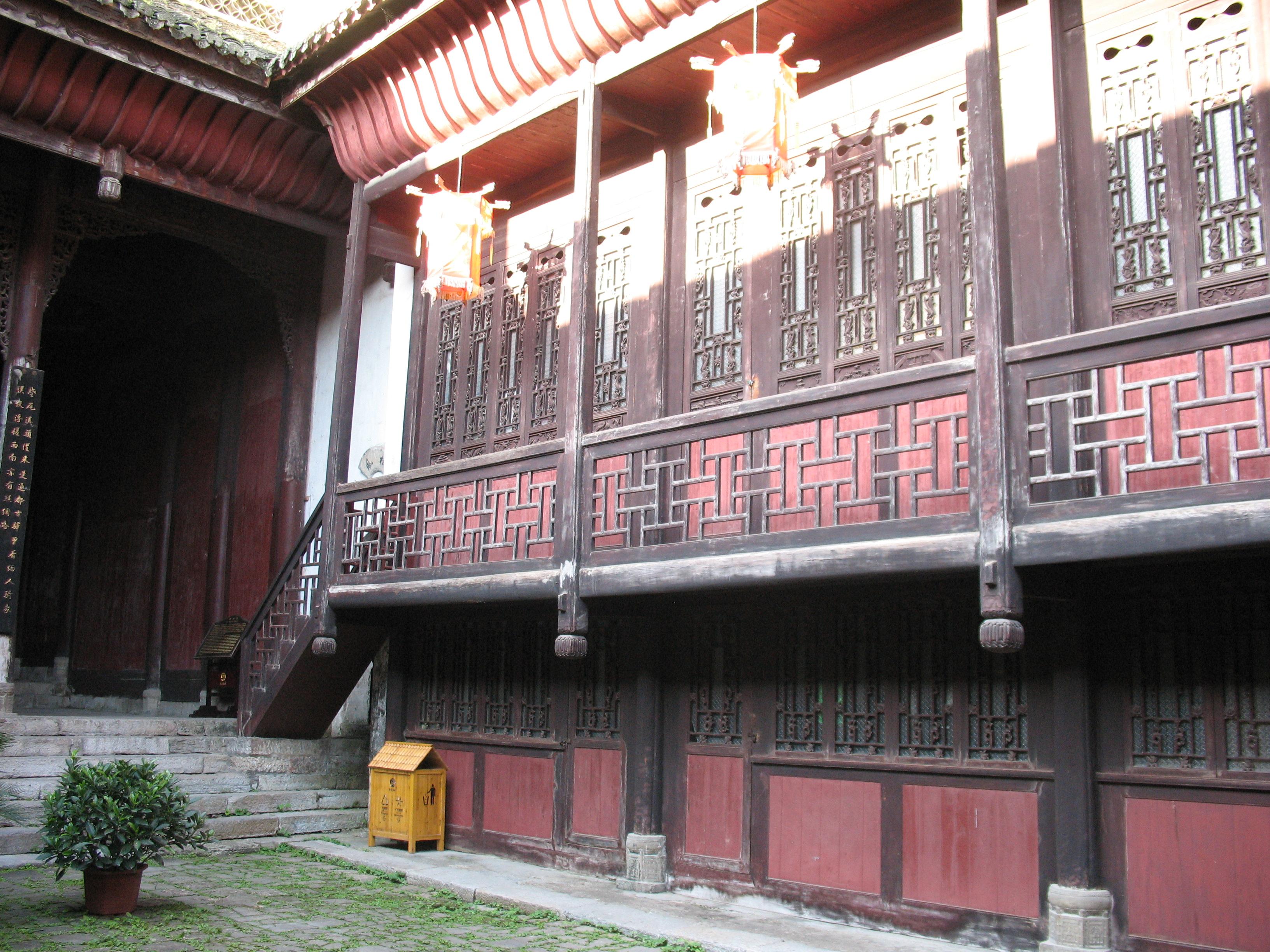 Nhà cổ ở thôn Hòa Bình