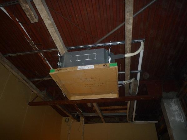 天井埋め込み式エアコン取り付け
