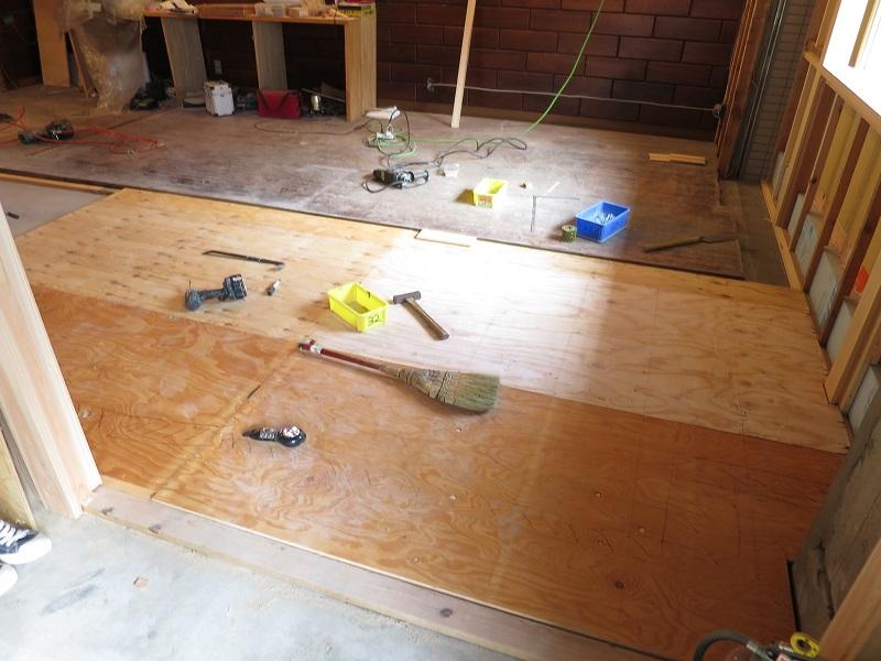 床下地の施工