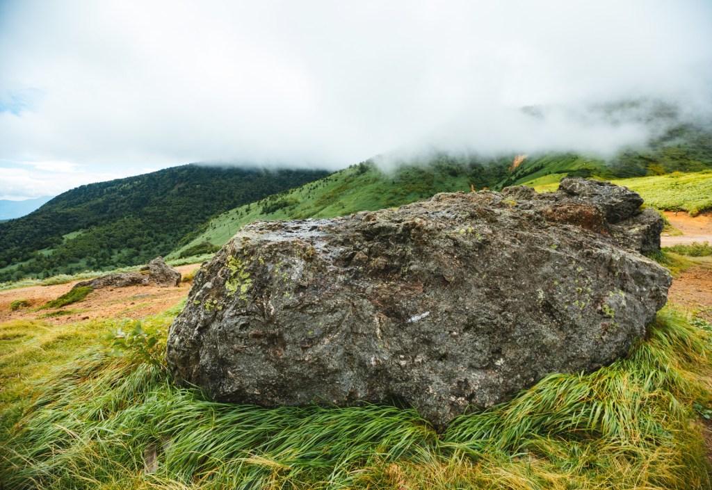 毛無峠の岩
