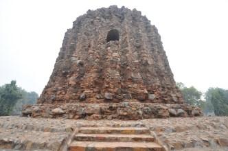 Alai Minar, a estrutura que era para ter sido um Qutab Minar com o dobro do tamanho...