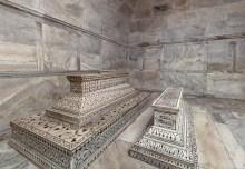 "Os túmulos originais no ""subsolo""."