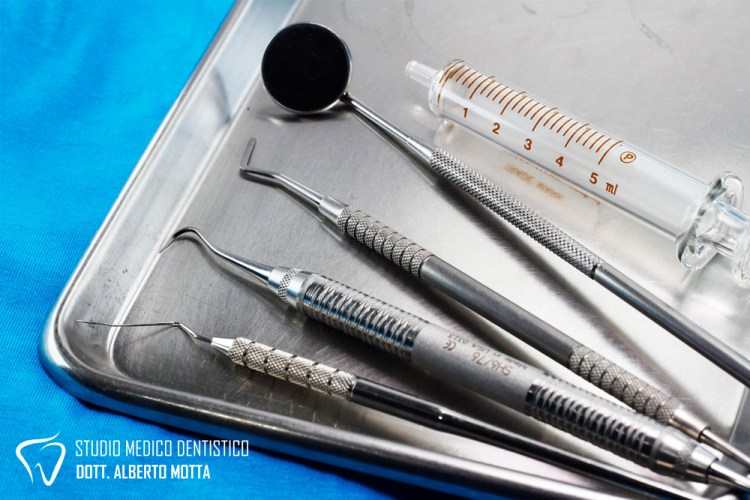 strumenti per la chirurgia orale