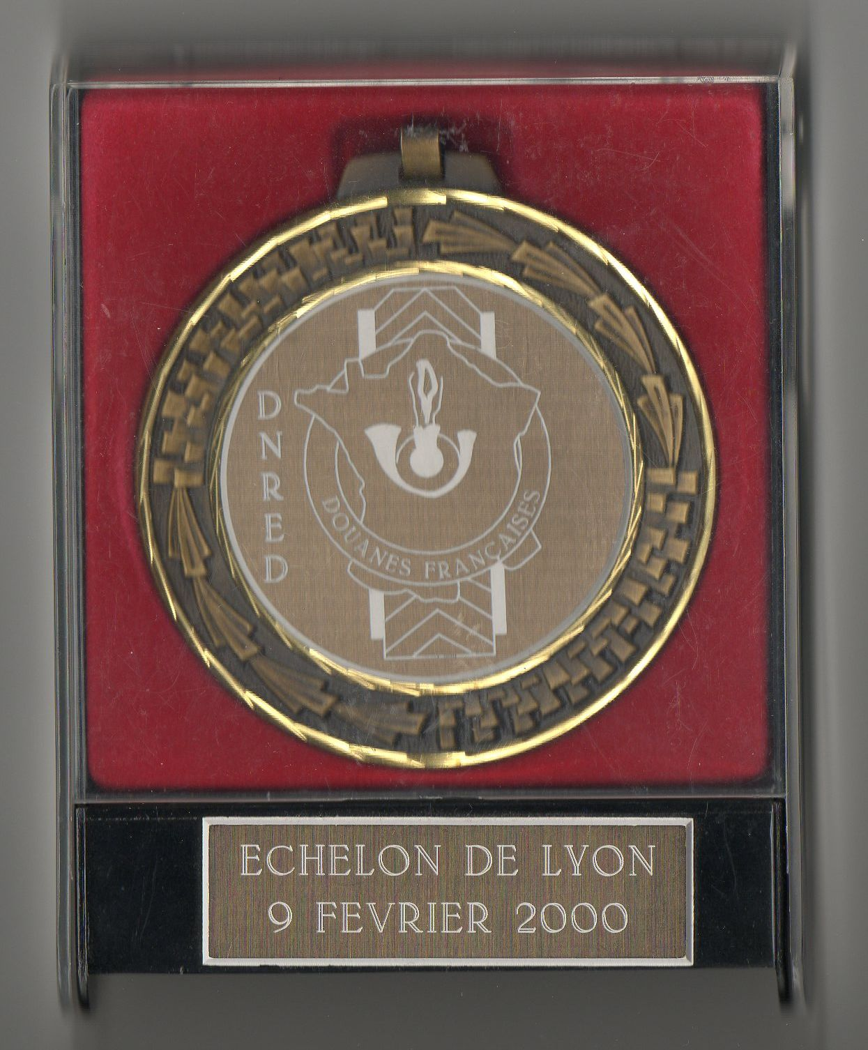 https://i2.wp.com/douanesinsignes.chez-alice.fr/medaille%20avec%20boite%20dnred%20lyon.jpg