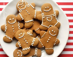 Looking for healthy snacks for the holidays? These holiday dessert recipes are perfect for Christmas and will keep you on track to lose weight. Holiday sweet recipes can be unhealthy. Stick to your healthy diet with one of these decadent Christmas desserts.