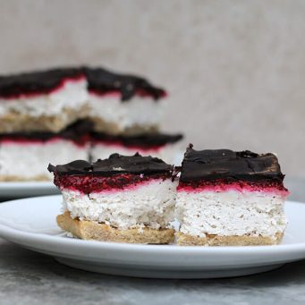 If you are having trouble coming up with healthy keto desserts to fit your keto life, check out these keto desserts recipes. These healthy and delicious recipes will help you to lose weight, burn calories, tone up, and burn fat all while following your ketogenic diet. Say goodbye to your slow metabolism, because once you add these easy ketogenic desserts to your healthy diet, you'll finally boost your metabolism and get rid of that stubborn belly fat. #Ketodesserts #Weightlossrecipesforwomen