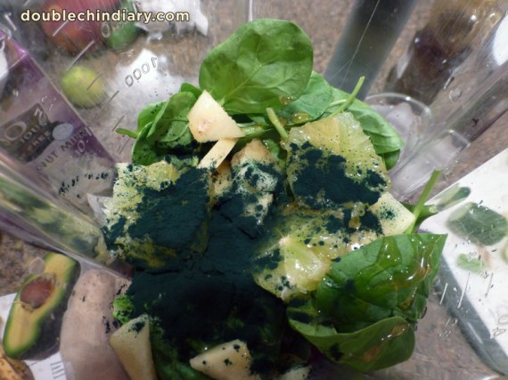 spirulina_spinach_ginger_smoothiedoublechindiary