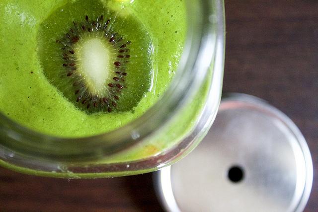 Smoothie Vert : Pomme, Kiwi et Blettes (Sans Gluten / Sans Lait)