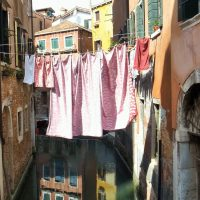 Italian laundry - don't separate whites and colours