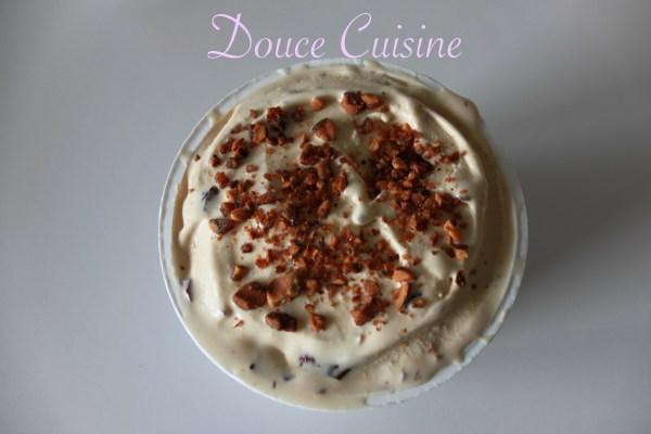 Glace au mascarpone fève de tonka éclats de pralin
