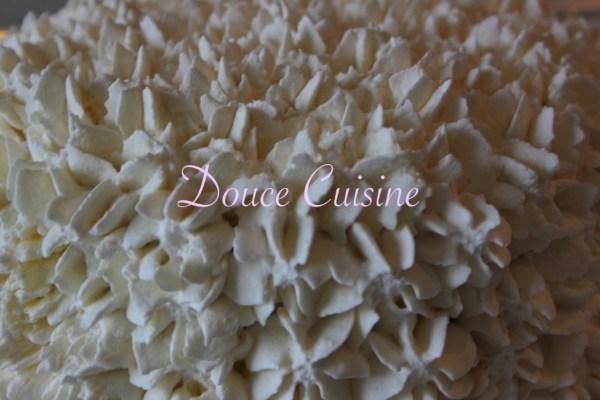 Vacherin caramel beurre salé, vanille et cacahuètes caramélisées