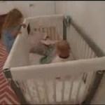 【感動】パパとママより先に、朝早く赤ちゃんの様子を見に行く女の子・・