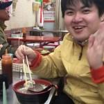 【宜蘭美食🇹🇼】日本胖子感動吃南方澳阿嬤肉粽的鮮魚湯100鯊魚烟60!海邊的早餐!台北から車で2時間の宜蘭の朝ごはん美味しすぎた