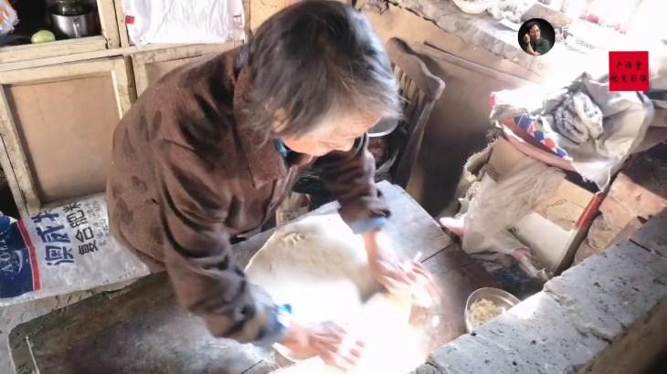 94歲老太太串門,看看什麼事感動了鄰居,留吃飯不讓她走了? 【盧保貴視覺影像】