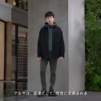 坂口健太郎 が出演する ユニクロ のCM 「ウルトラストレッチスキニーフィットカラージーンズ」篇。